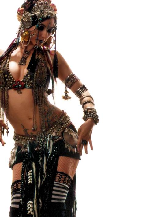 Rachel Brice (tancerka z filmiku powyżej.)